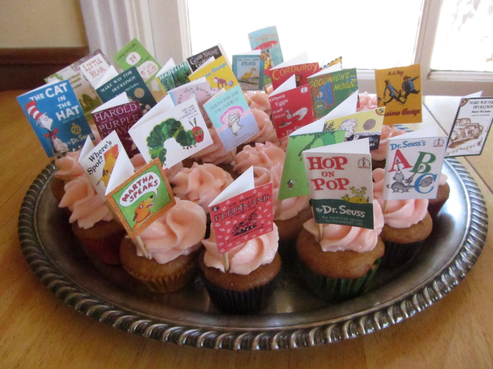 7 Photos of Book Themed Baby Shower Cupcakes