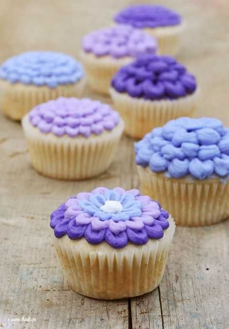 Decorating Flower Cupcakes Tutorial