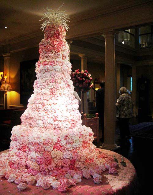 9 Photos of Gigantic Wedding Cakes