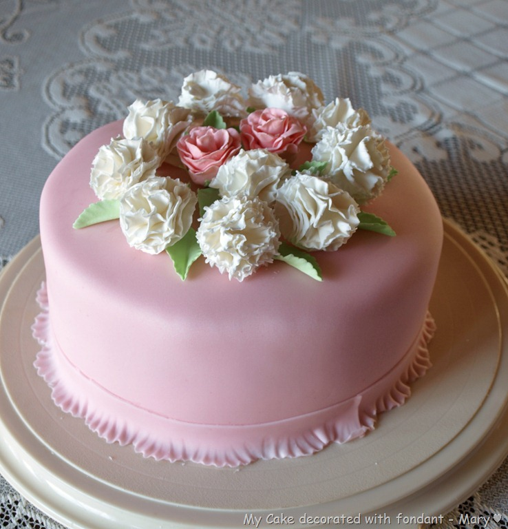 6 Photos of Decoration For Wedding Cakes Fondant