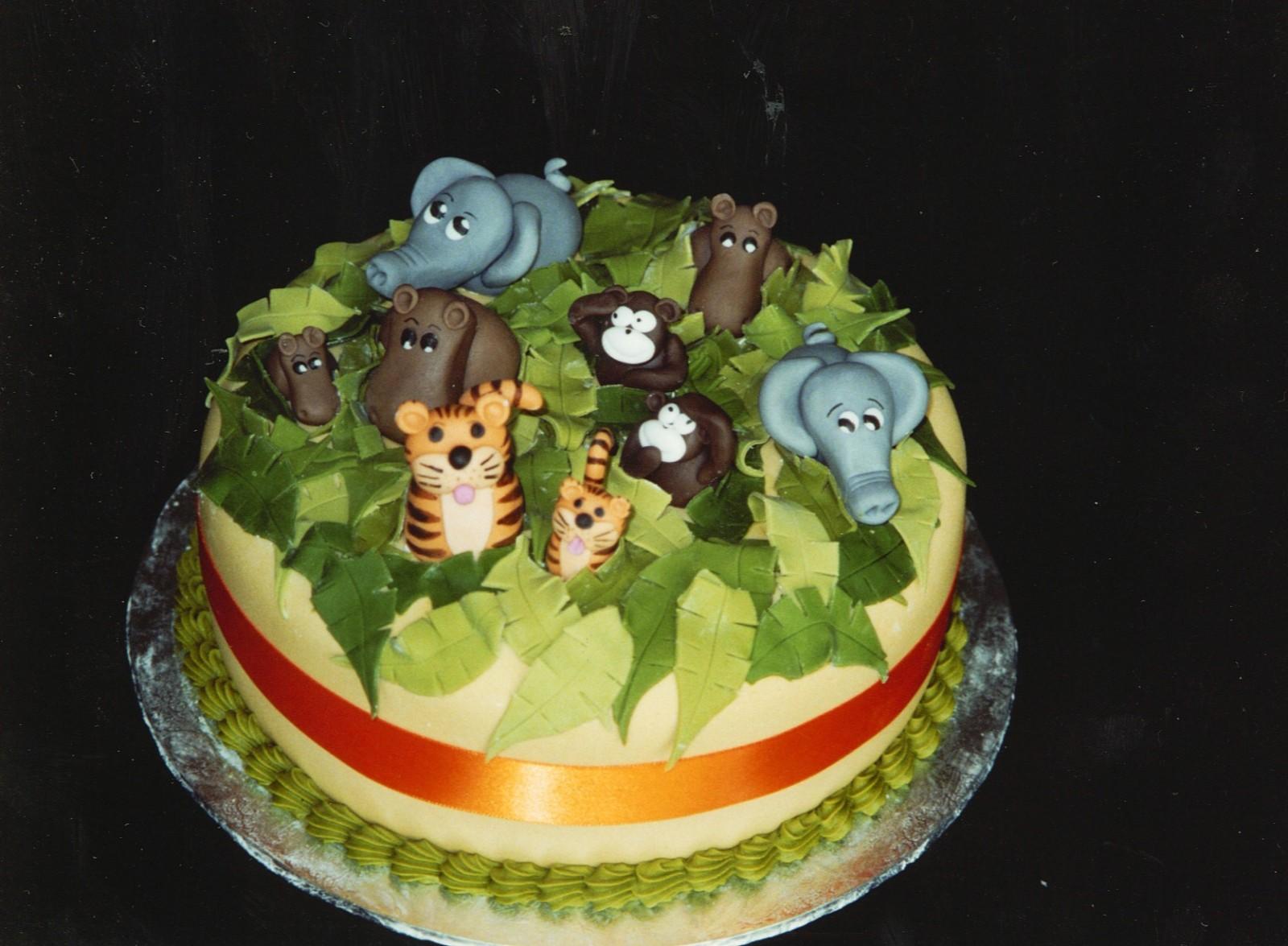 Jungle Animal Theme Birthday Cakes for Boys