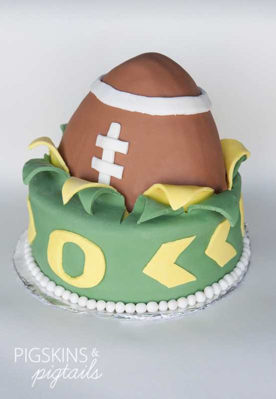 Oregon Duck Football Cake