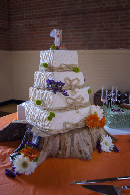 6 Photos of Country Themed Buttercream Wedding Cakes