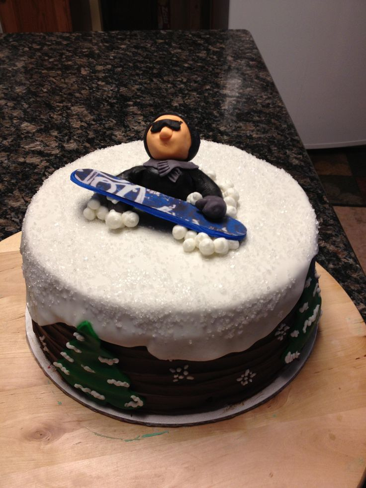 6 Photos of Snowboarding Themed Cakes