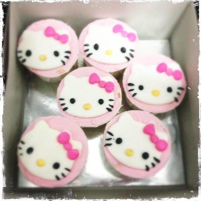 9 Photos of Funny Cartoons Hello Kitty Cup Cakes