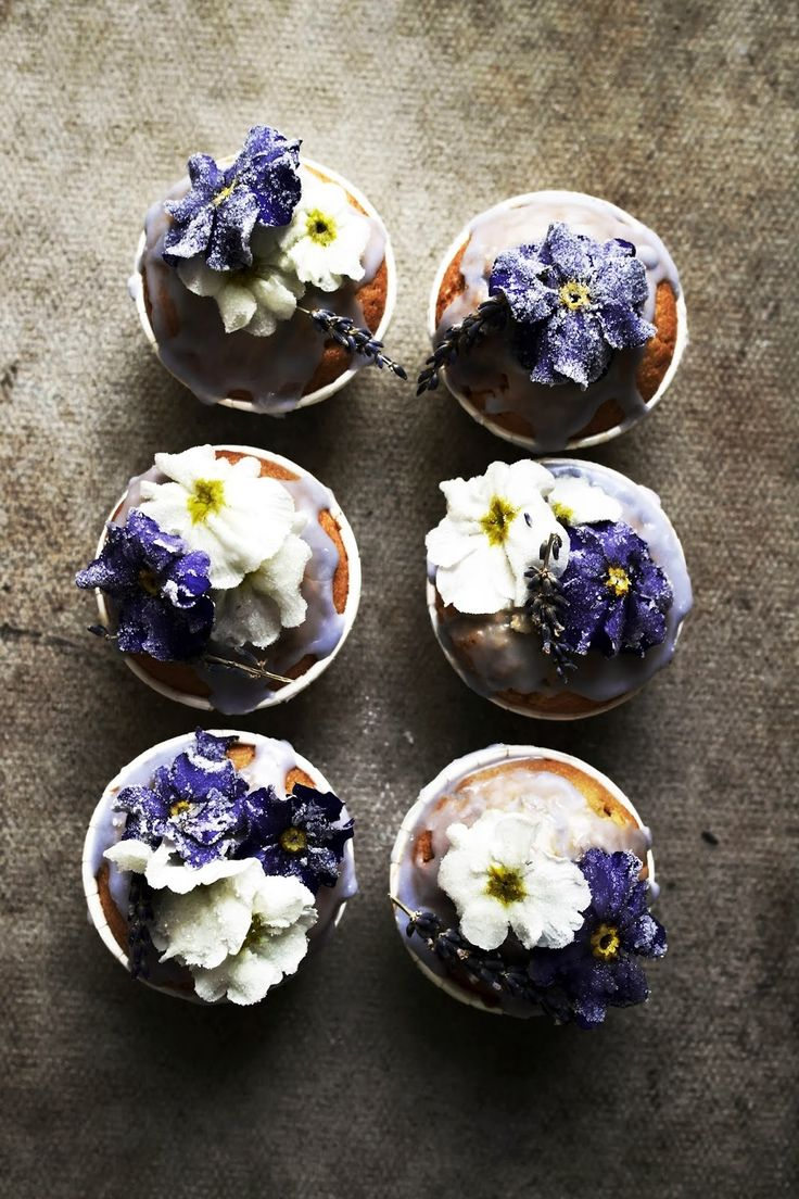Cupcakes with Candied Lavender Primroses