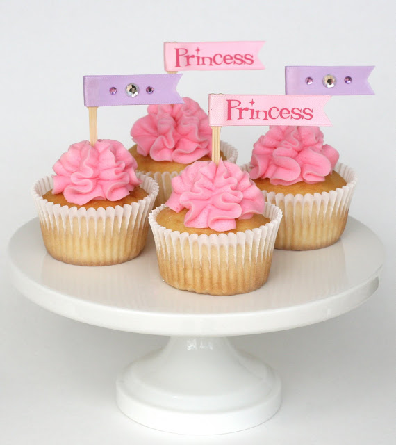 Cupcakes with Frosting Ruffle