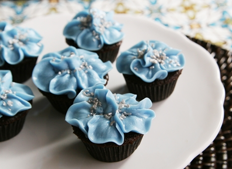 Flower Cupcakes Decorating Idea