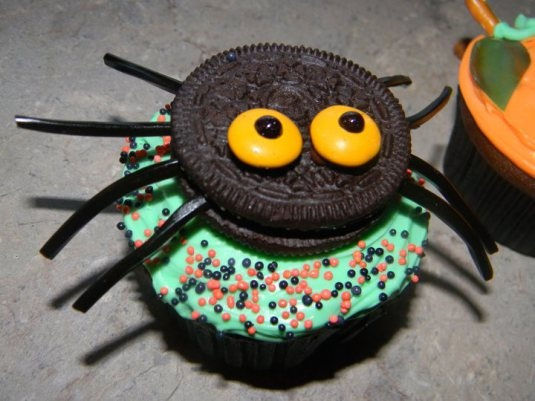 Halloween Spider Cupcakes with Oreos