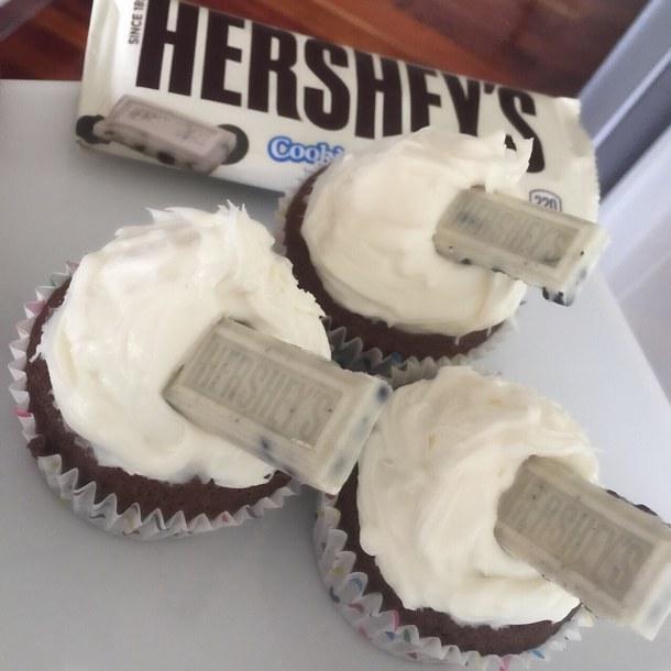 Hershey's Cookies and Cream Cupcakes
