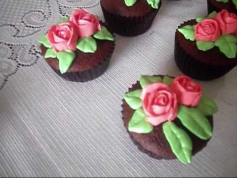 How to Decorate Cupcakes with Buttercream