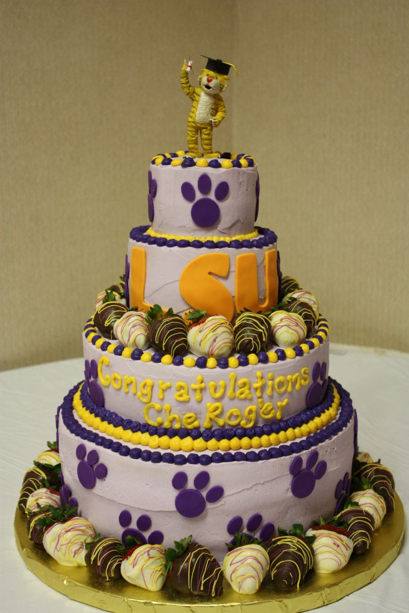 12 Photos of LSU Graduation Cakes